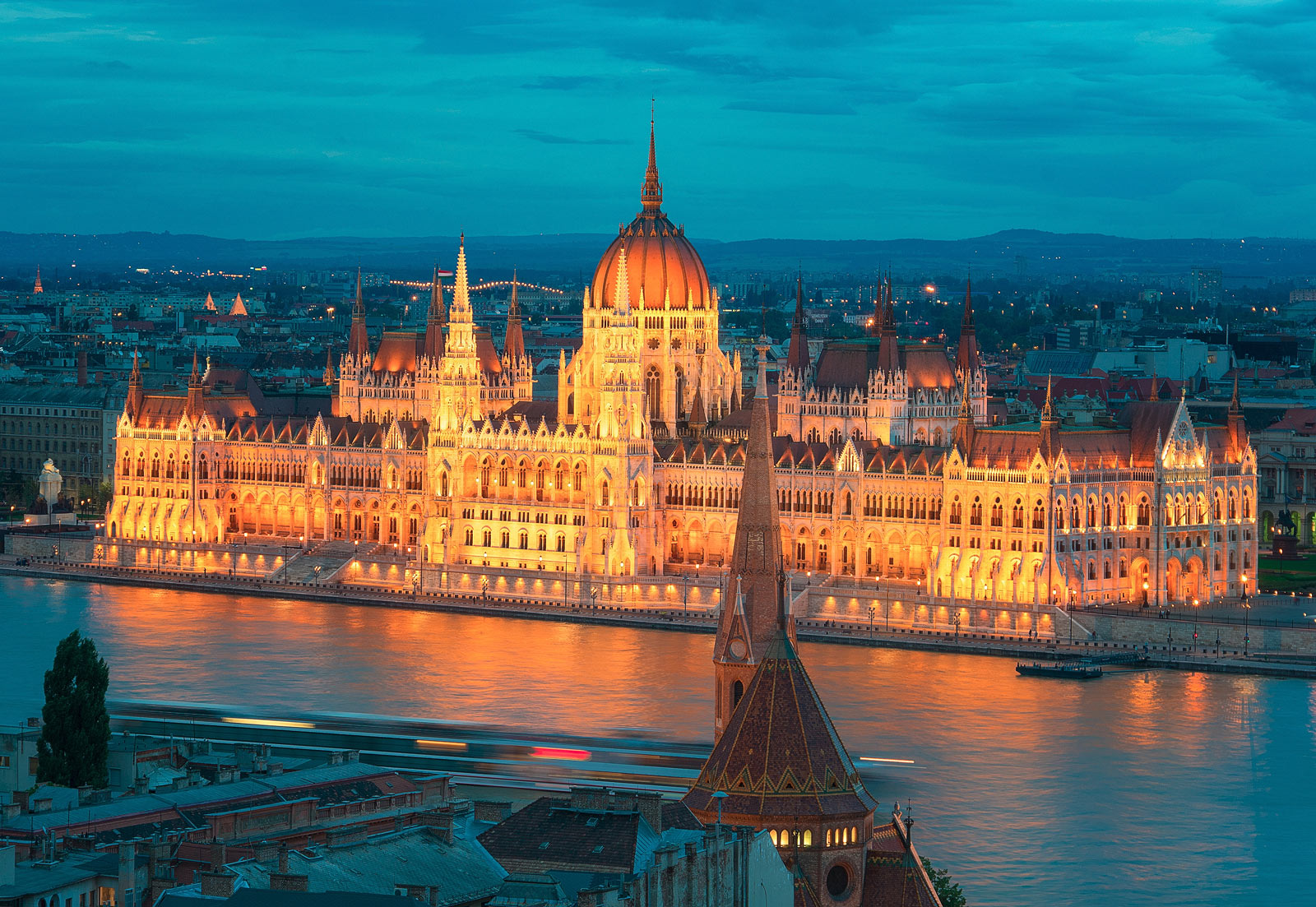 Парламентът-в-Будапеща