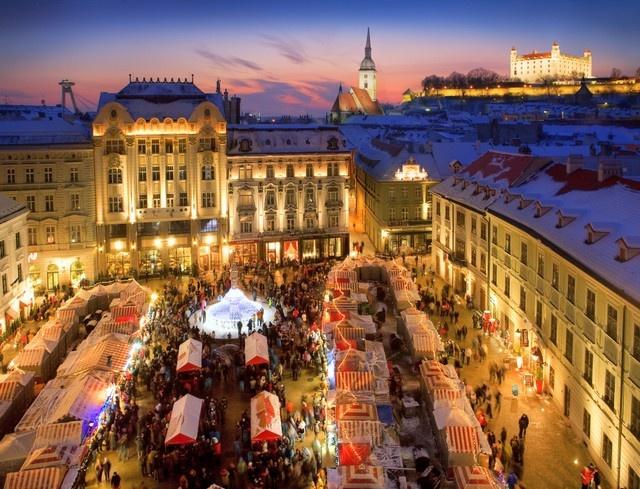 Коледни-базари-Европа-Братислава