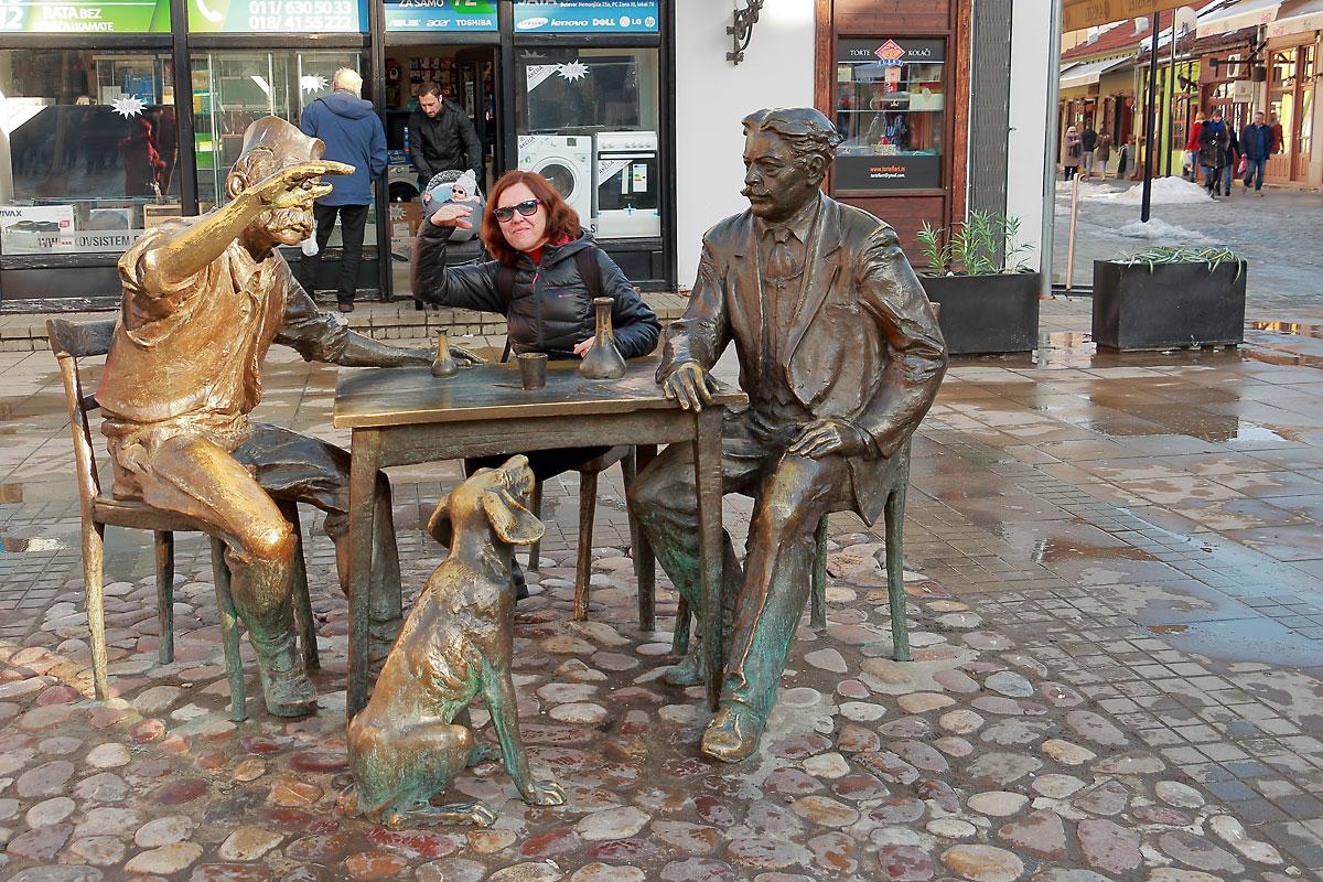 Ниш: Паметник на Стеван Сремац и героя му Калча
