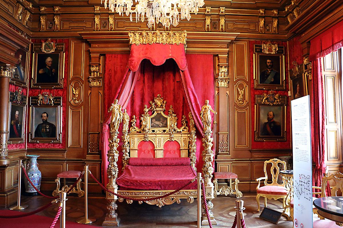 В замъка Мирамаре