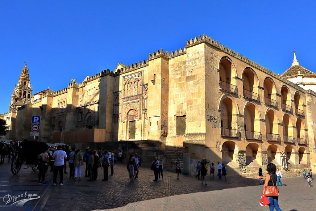 Огромната джамия-катедрала