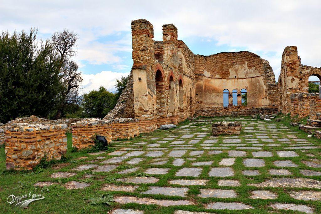 Останките от базиликата Свети Ахил