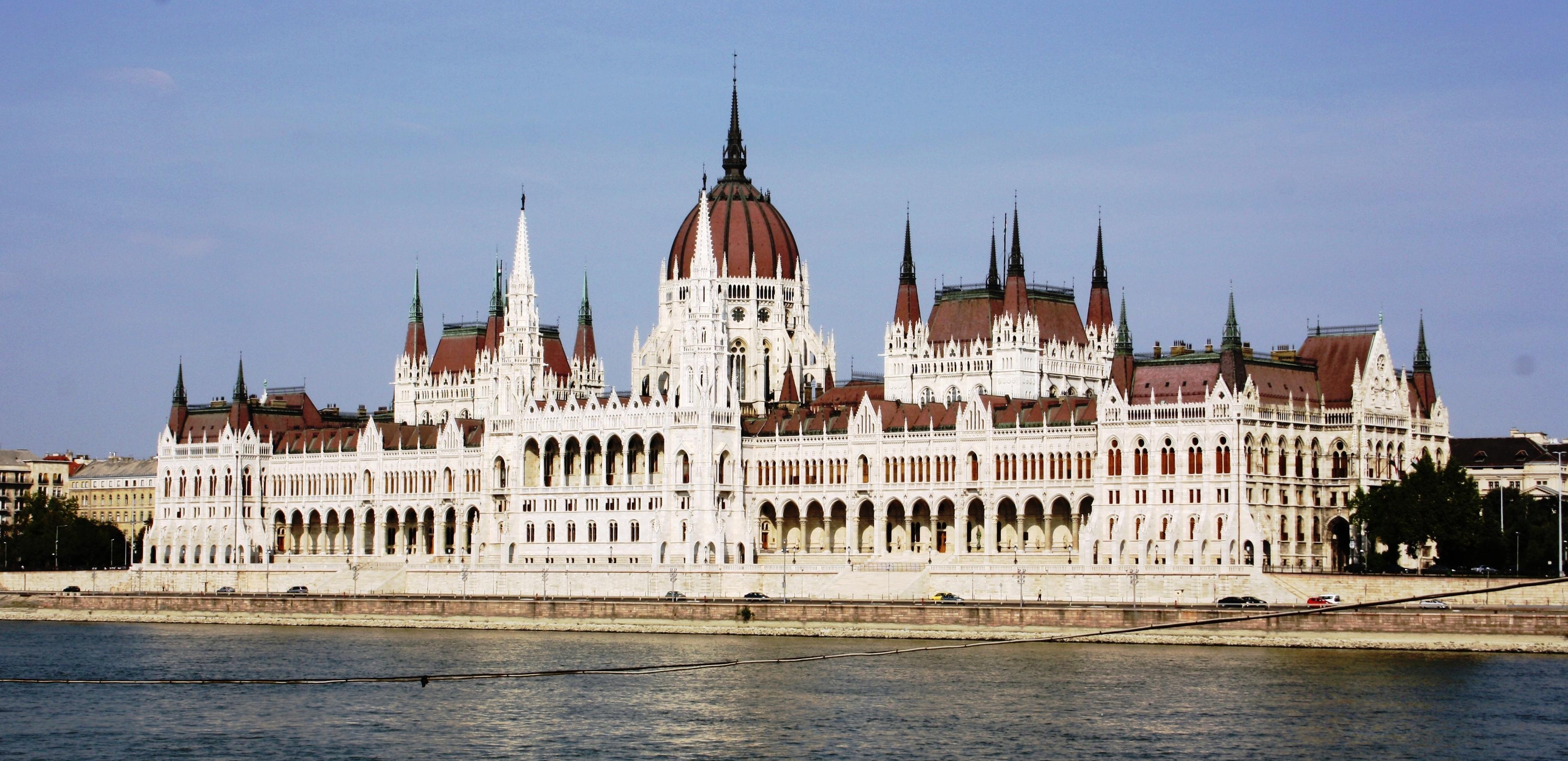 Сградата на унгарския парламент
