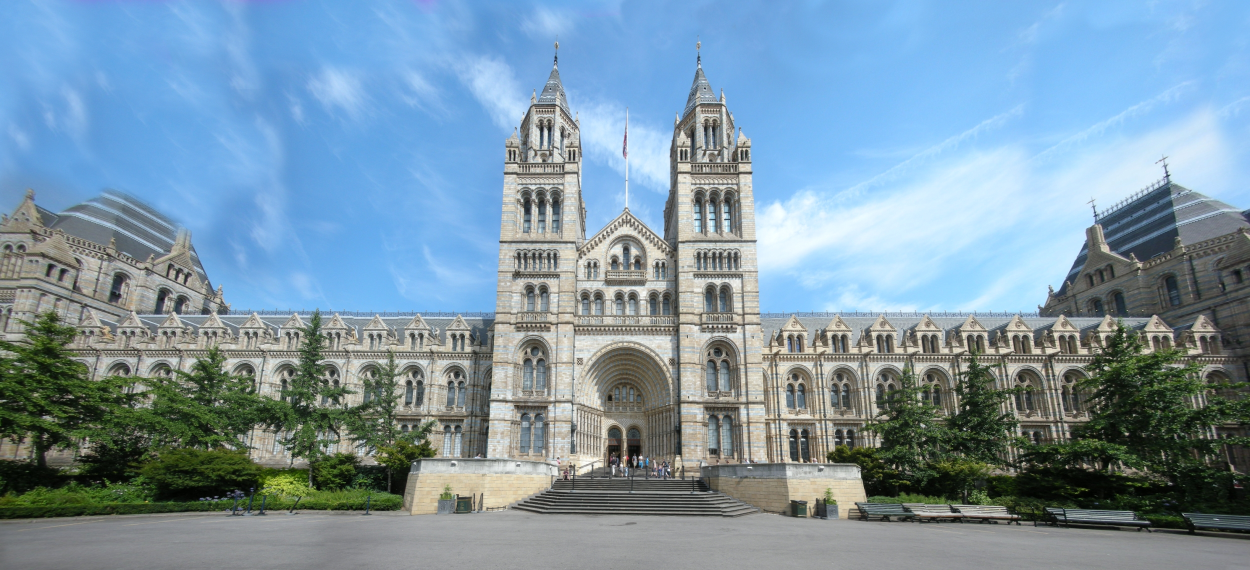 London_Natural_History_Museum_Panorama[1]