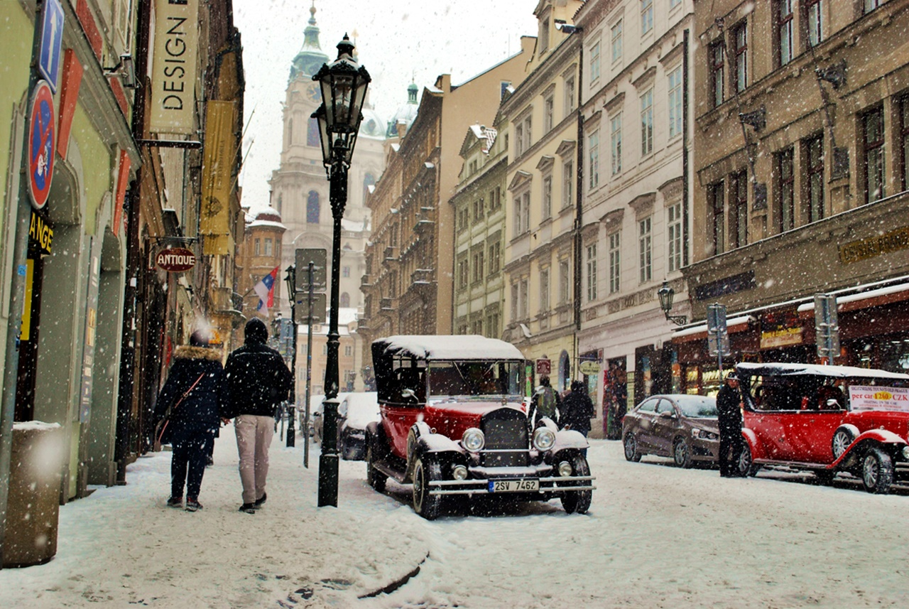 Прага през зимата - улица Мостецка