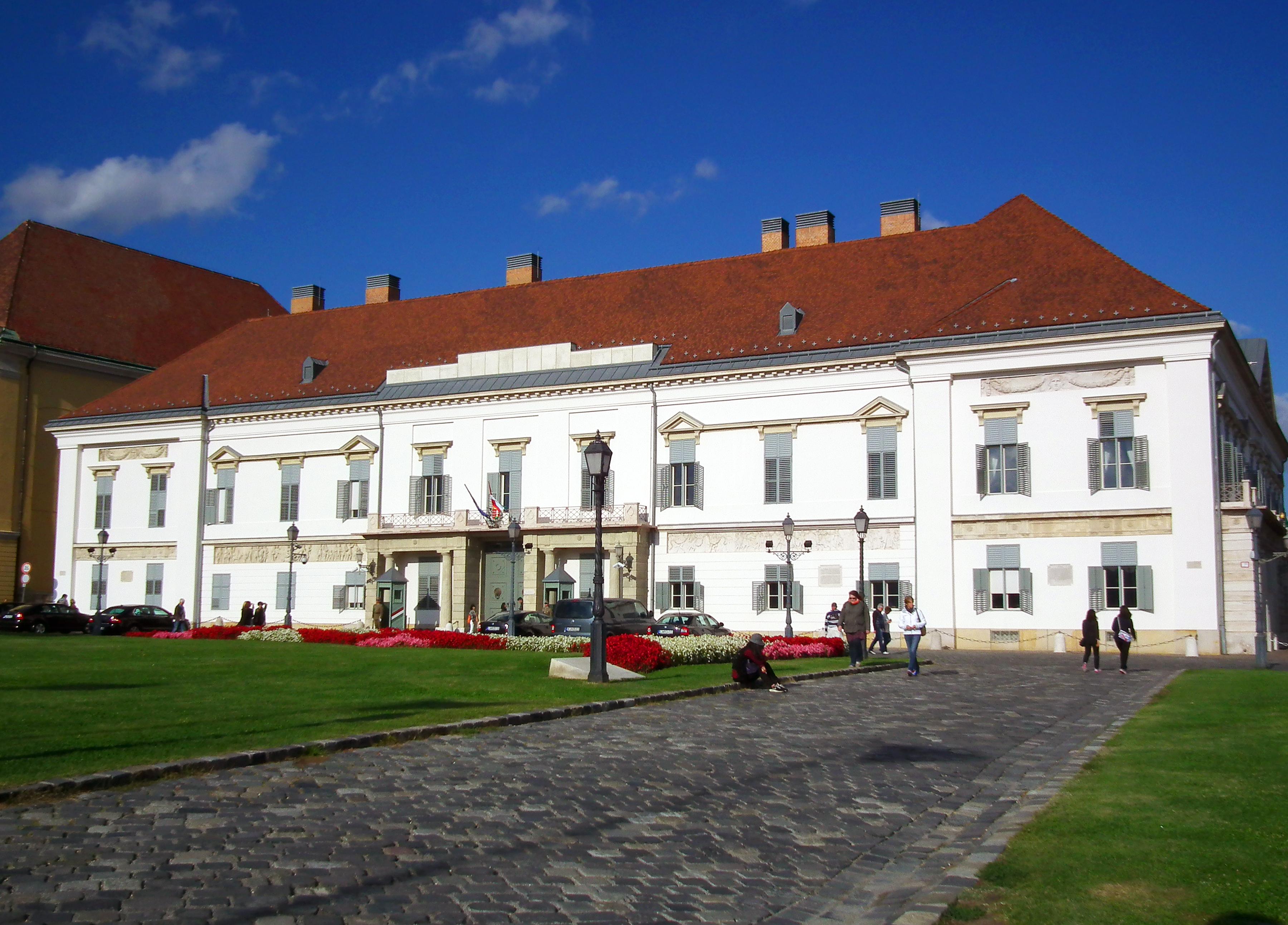 Дворецът Шандор
