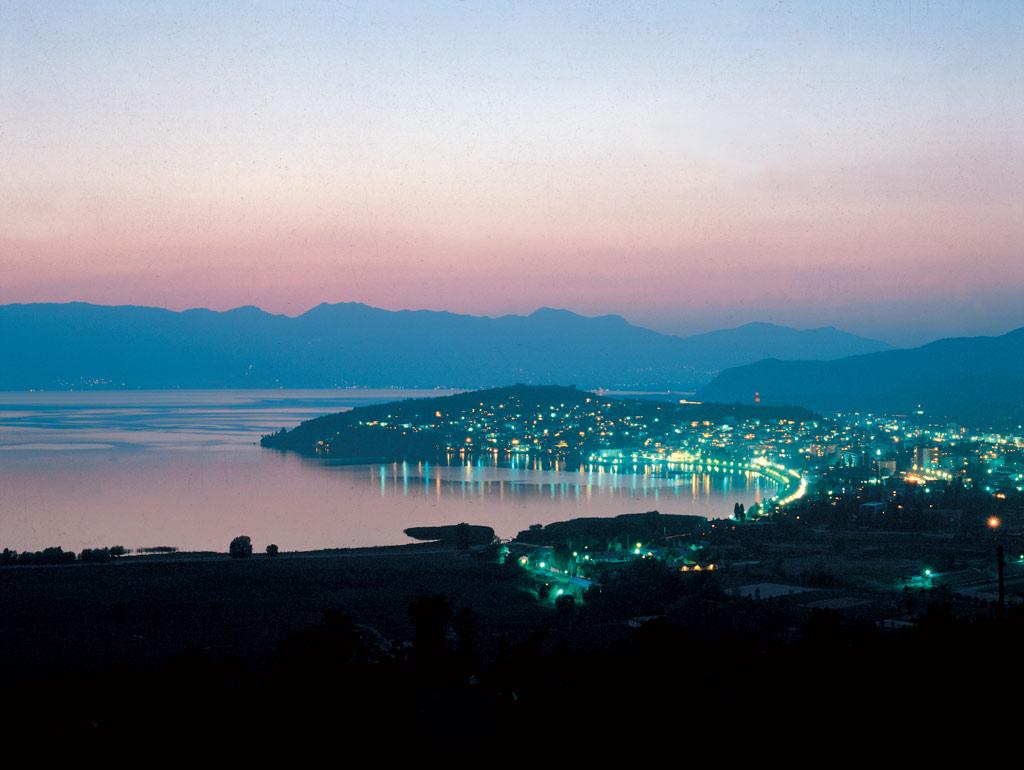 Охрид през ноща