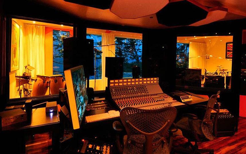 recording-studio-j_2533956k[1]
